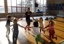 krouzky-sportovky-v-tělocvičně